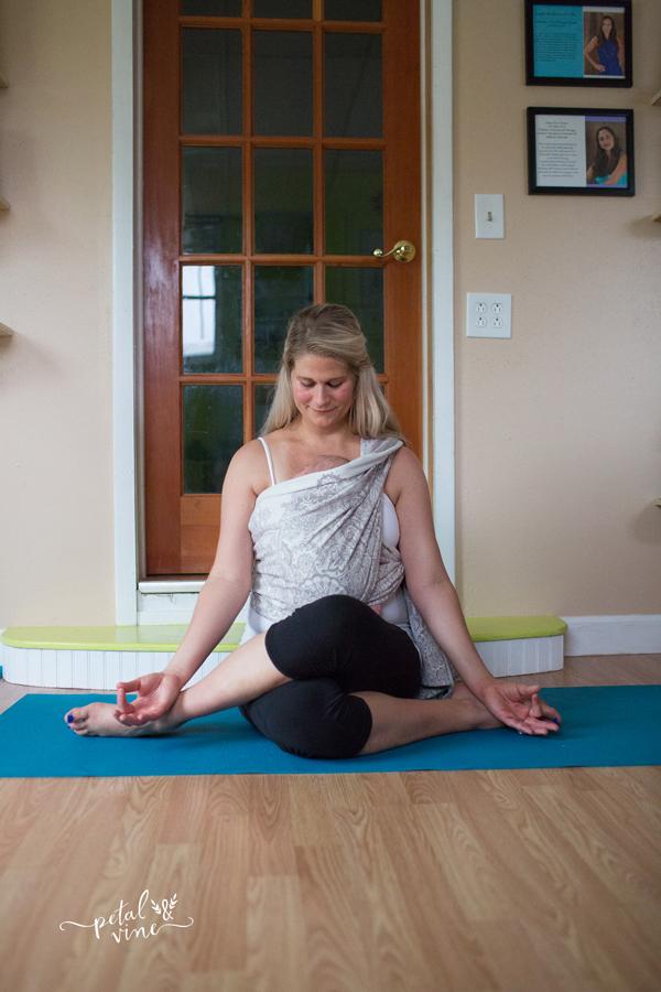 Babywearing yoga: Shoelace Pose